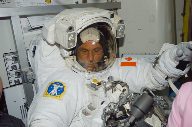 S118E07463 - STS-118 - Williams in his EMU before a session of EVA during STS-118/Expedition 15 Joint Operations
