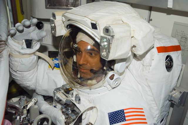S118E07464 - STS-118 - Mastracchio in his EMU before a session of EVA during STS-118/Expedition 15 Joint Operations