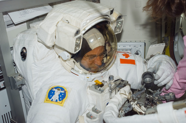 S118E07468 - STS-118 - Williams in his EMU before a session of EVA during STS-118/Expedition 15 Joint Operations