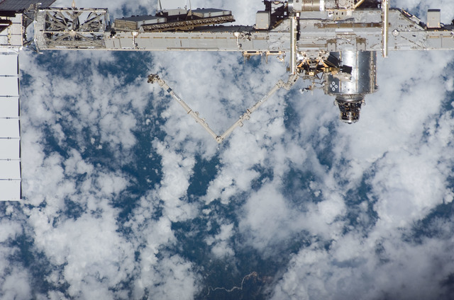 S118E09813 - STS-118 - Exterior view of the ISS taken from the Space Shuttle Endeavour during STS-118