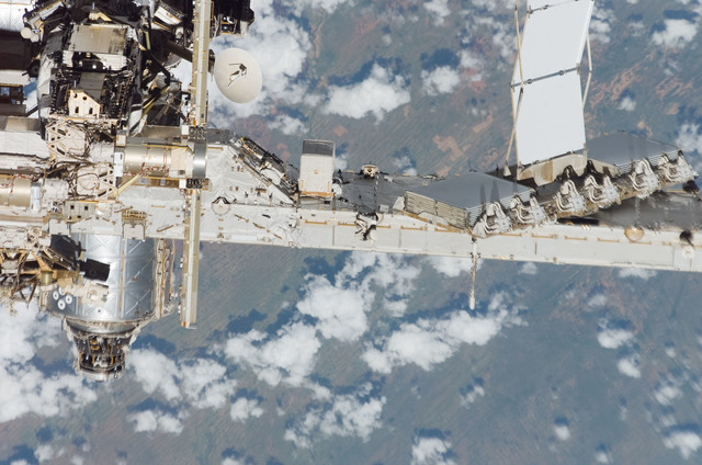 S118E09822 - STS-118 - Exterior view of the ISS taken from the Space Shuttle Endeavour during STS-118