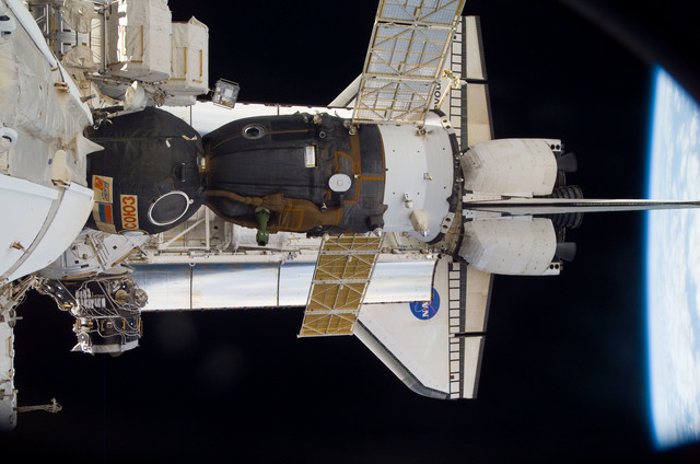 S118E09924 - STS-118 - View of docked Shuttle Endeavour and Soyuz TMA-10