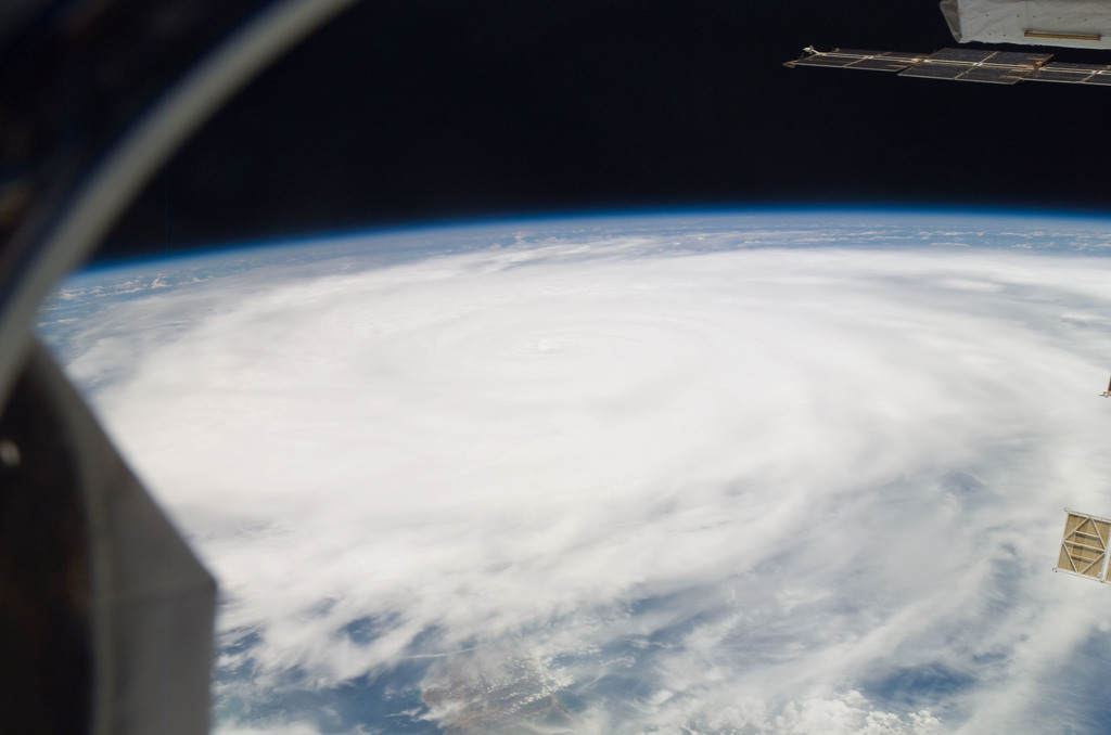 S118E09963 - STS-118 - View of Hurricane Dean taken by the STS-118 Crew
