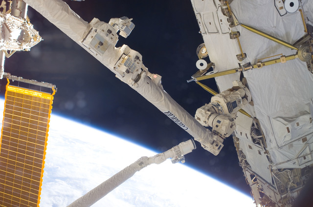 S120E007158 - STS-120 - View of Shuttle RMS and SSRMS