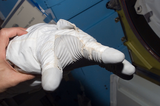S120E007388 - STS-120 - View of EMU gloves