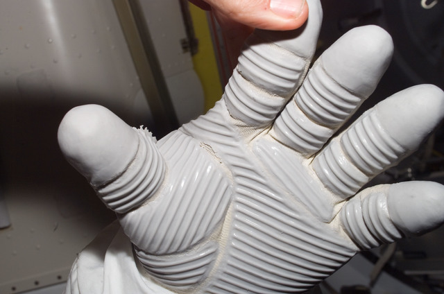 S120E007407 - STS-120 - View of EMU gloves