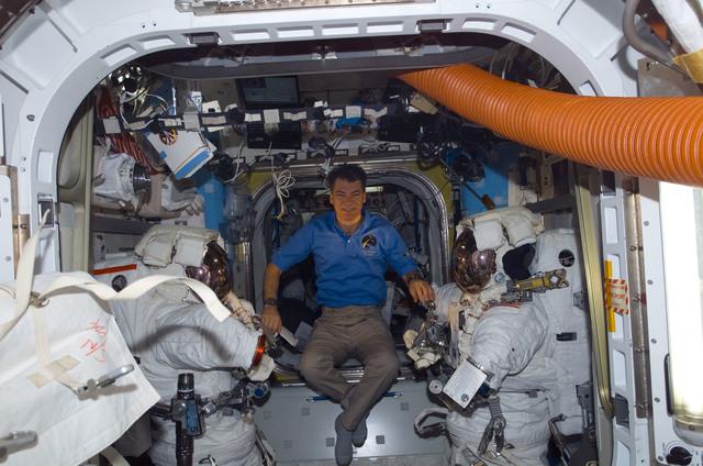 S120E007919 - STS-120 - Nespoli in Quest airlock