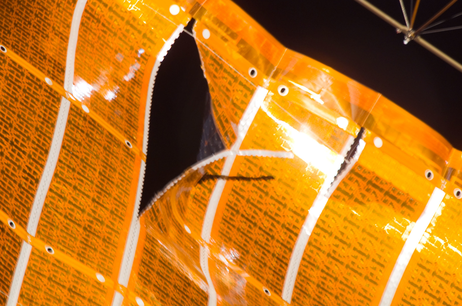 S120E008241 - STS-120 - Damaged P6 4B solar array wing