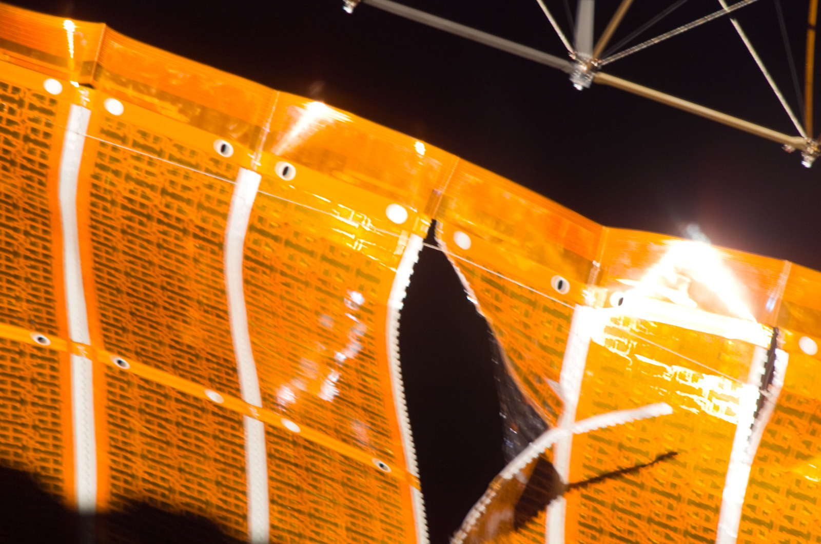 S120E008252 - STS-120 - Damaged P6 4B solar array wing