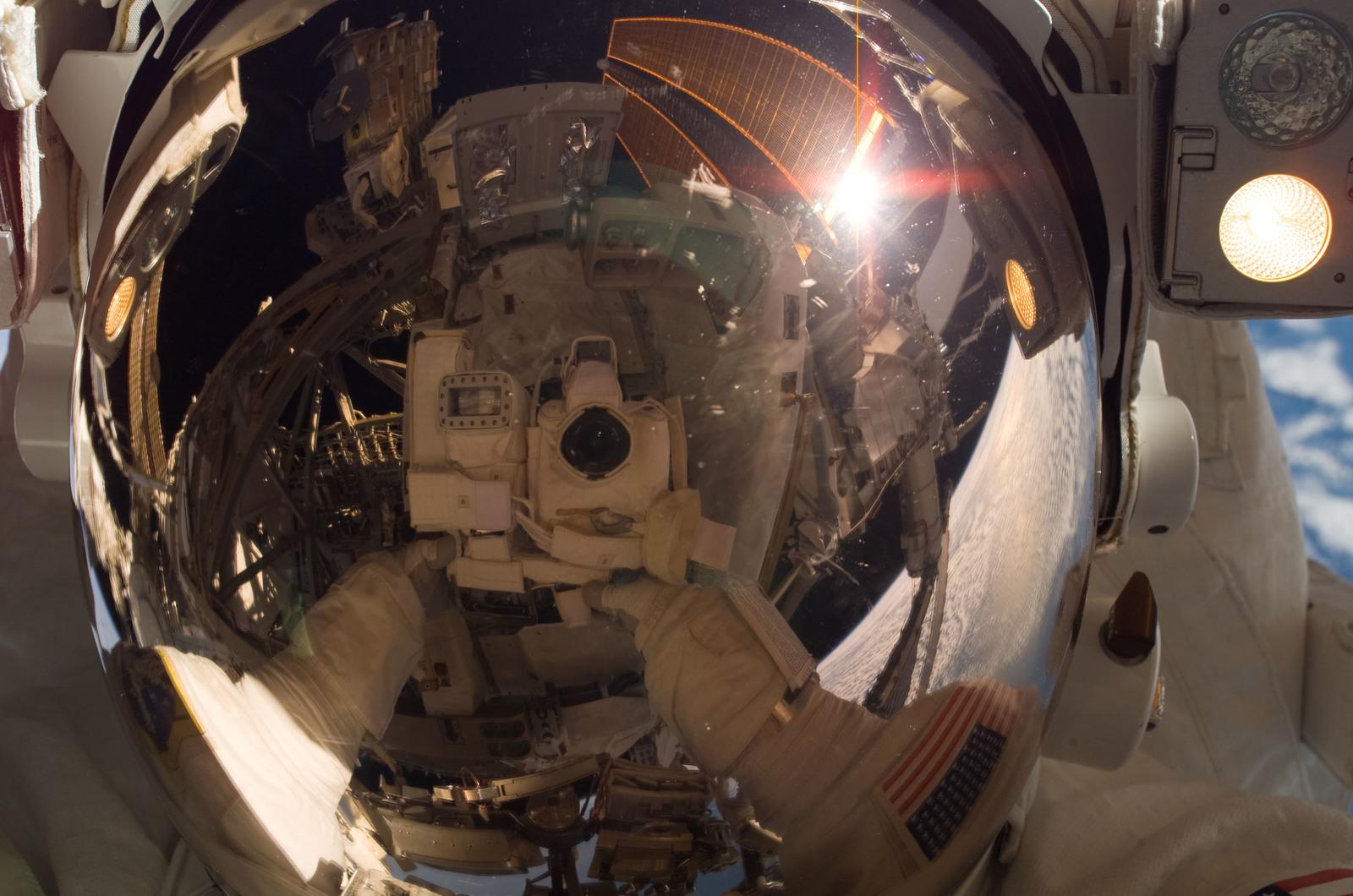 S120E008273 - STS-120 - EVA3 - Parazynski