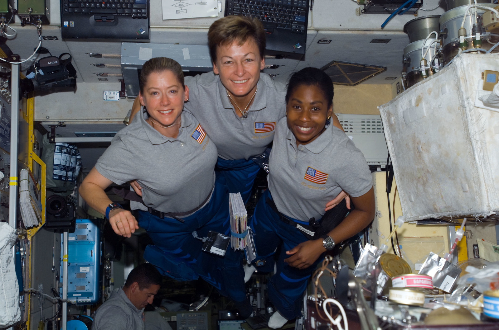S120E008339 - STS-120 - STS-120 and Expedition 16 crew in Zvezda module