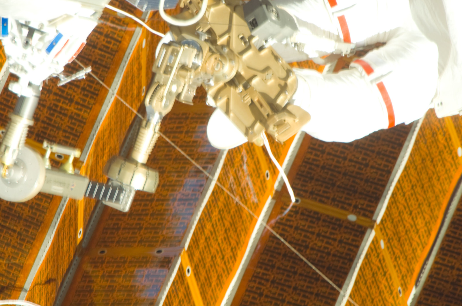 S120E008406 - STS-120 - Damaged P6 4B solar array
