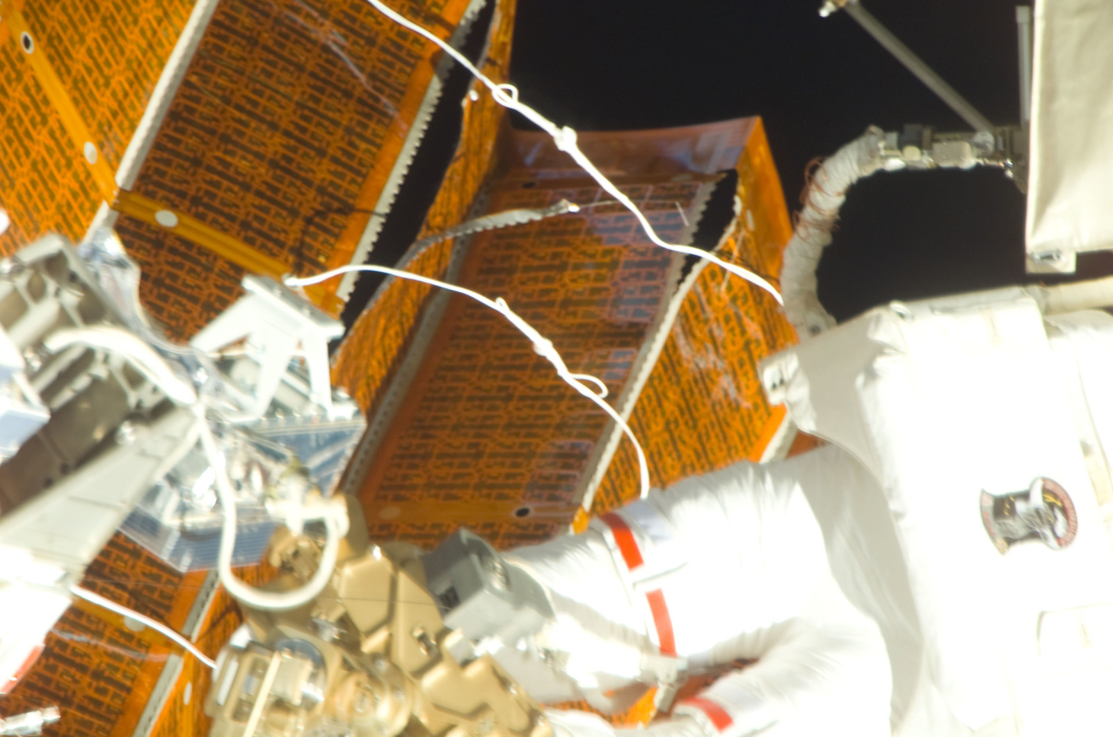 S120E008407 - STS-120 - EVA 4 - P6 4B solar array repair