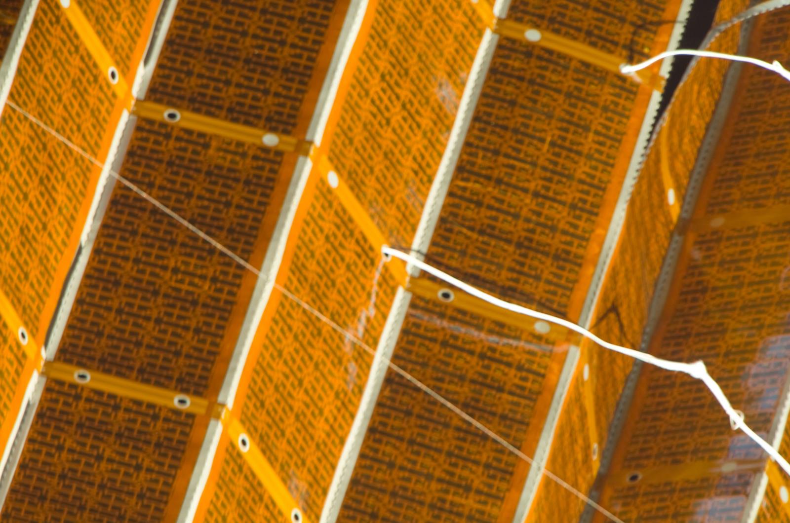 S120E008421 - STS-120 - EVA 4 - P6 4B solar array