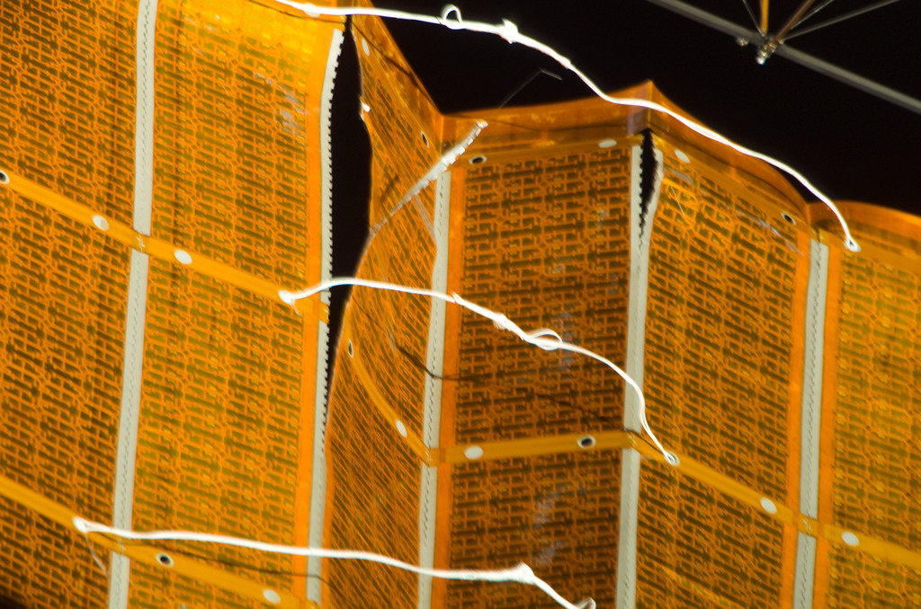 S120E008449 - STS-120 - EVA 4 - P6 4B solar array