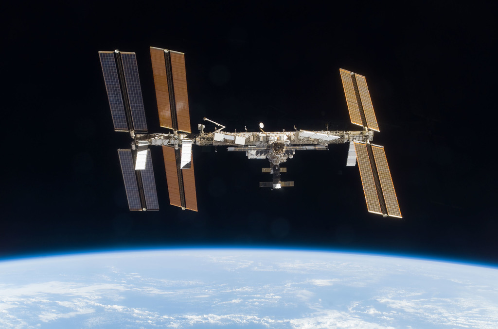 S120E010653 - STS-120 - View of ISS over Earth limb