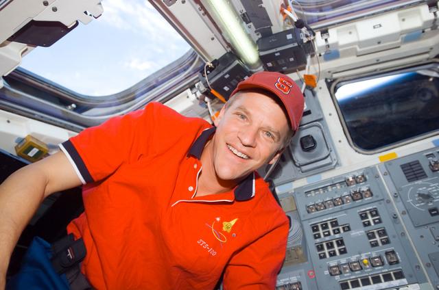 S120E010753 - STS-120 - Parazynski on Discovery's aft flight deck