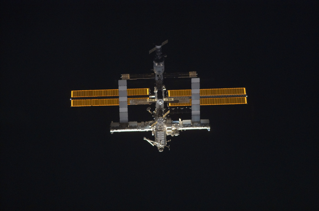 S121E05270 - STS-121 - Nadar view of the ISS as the orbiter Discovery moves in for docking during STS-121