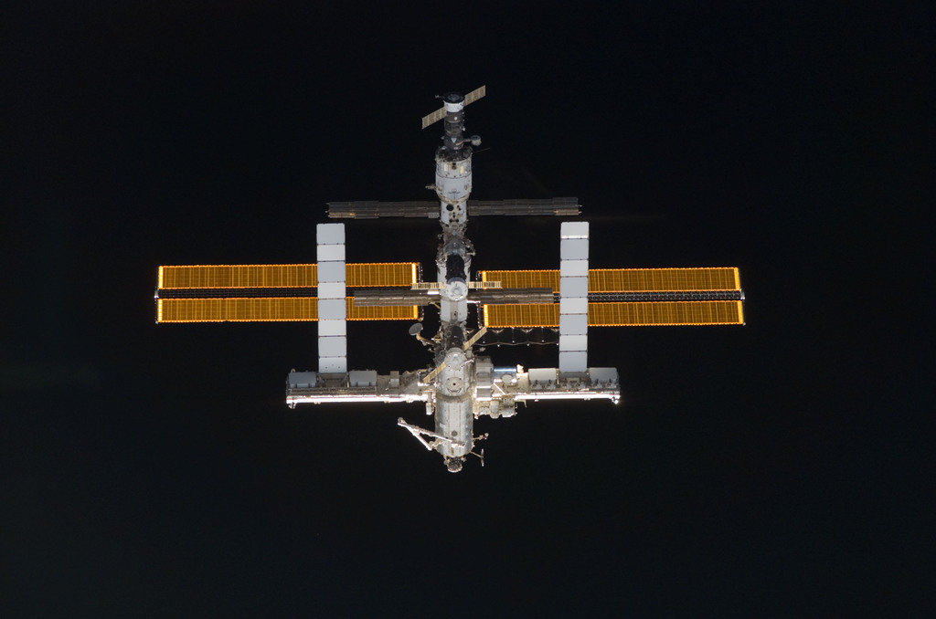 S121E05280 - STS-121 - Nadar view of the ISS as the orbiter Discovery moves in for docking during STS-121