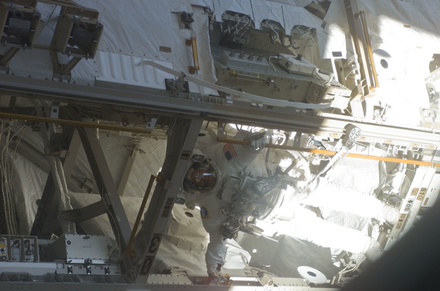 S121E06196 - STS-121 - Fossum inside a Bay of the S0 Truss during EVA2 for STS-121 / Expedition 13 joint operations