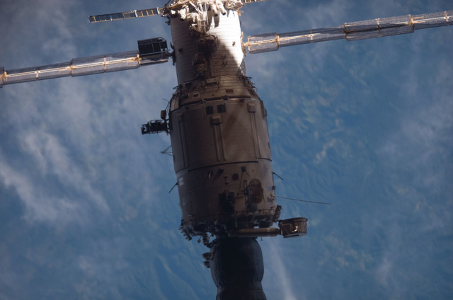 S121E07515 - STS-121 - View of the SM and a Progress vehicle from the orbiter during separation on STS-121