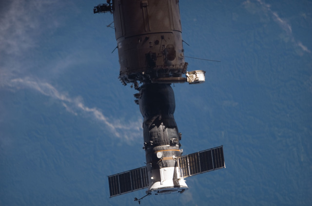 S121E07516 - STS-121 - View of the SM and a Progress vehicle from the orbiter during separation on STS-121