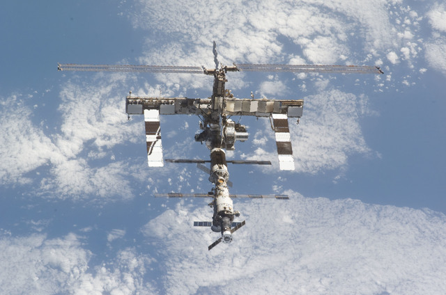 S121E07882 - STS-121 - View of the ISS from the orbiter during separation on STS-121