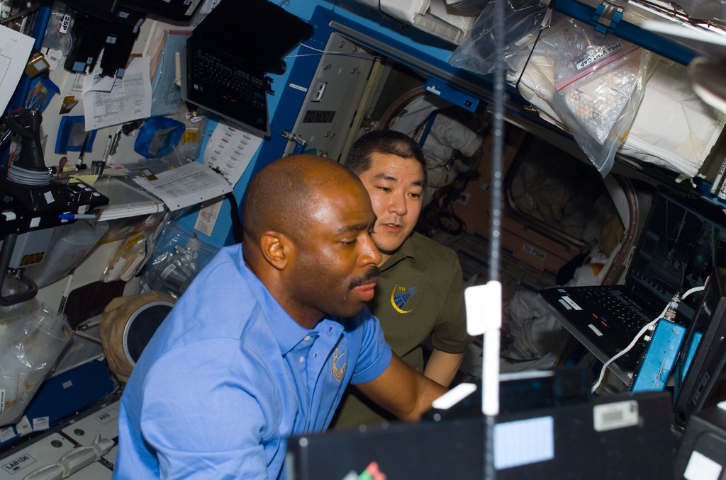 S122E007708 - STS-122 - Melvin and Tani in the U.S. Lab