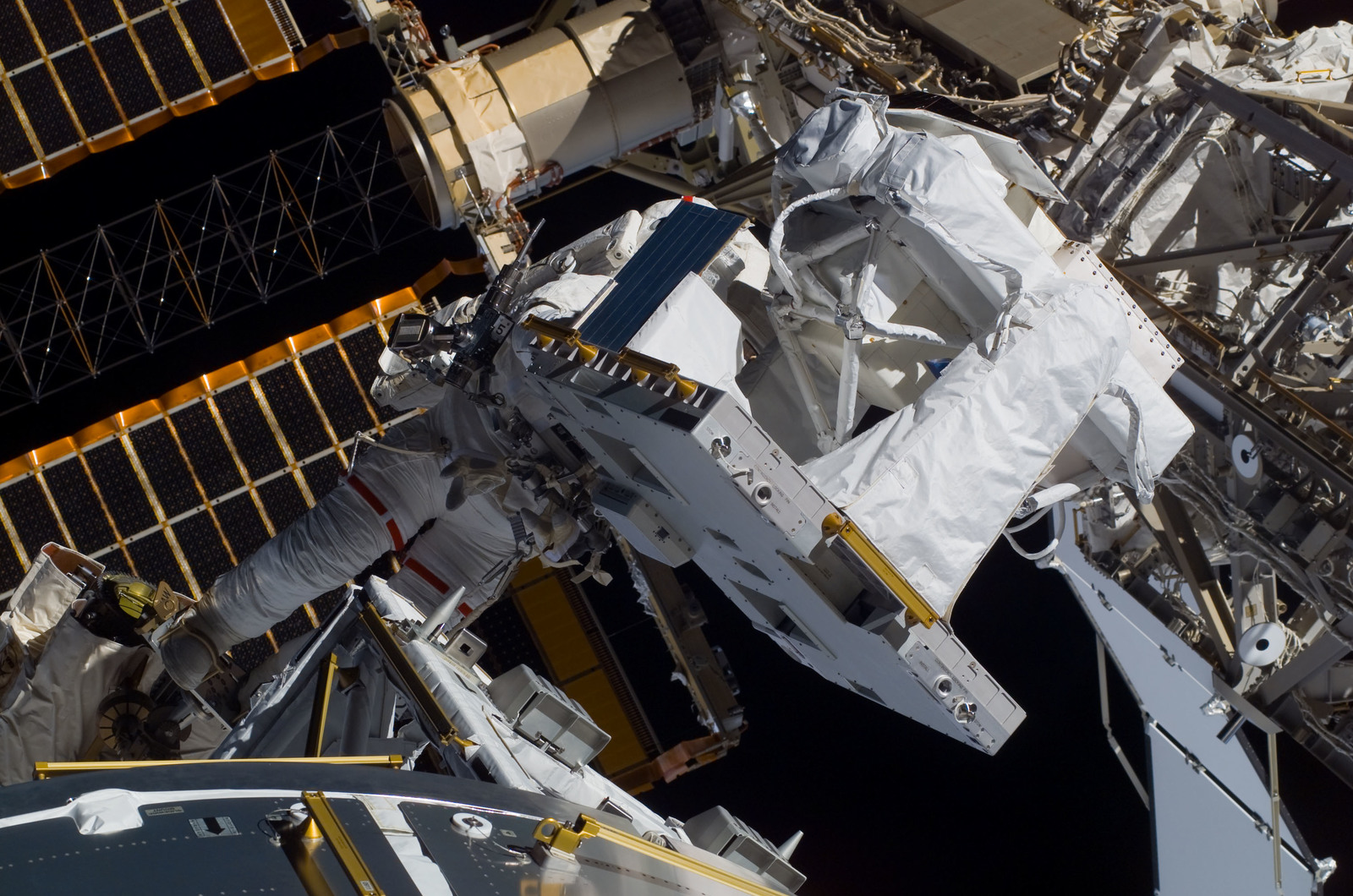 S122E008744 - STS-122 - Love during EVA 3