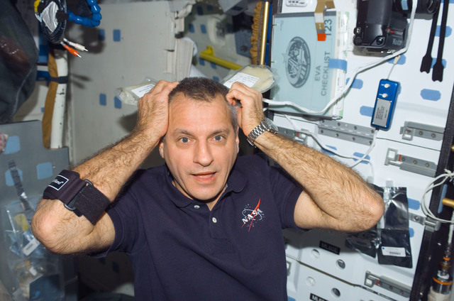 s123e006505 - STS-123