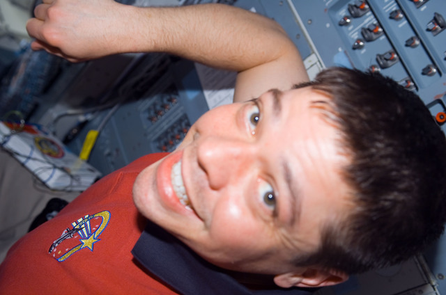 s123e006527 - STS-123