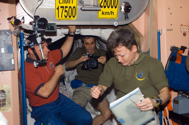 S123E006595 - STS-123 - Expedition 16 and STS-123 Crewmembers in the Node 1 during Joint Operations