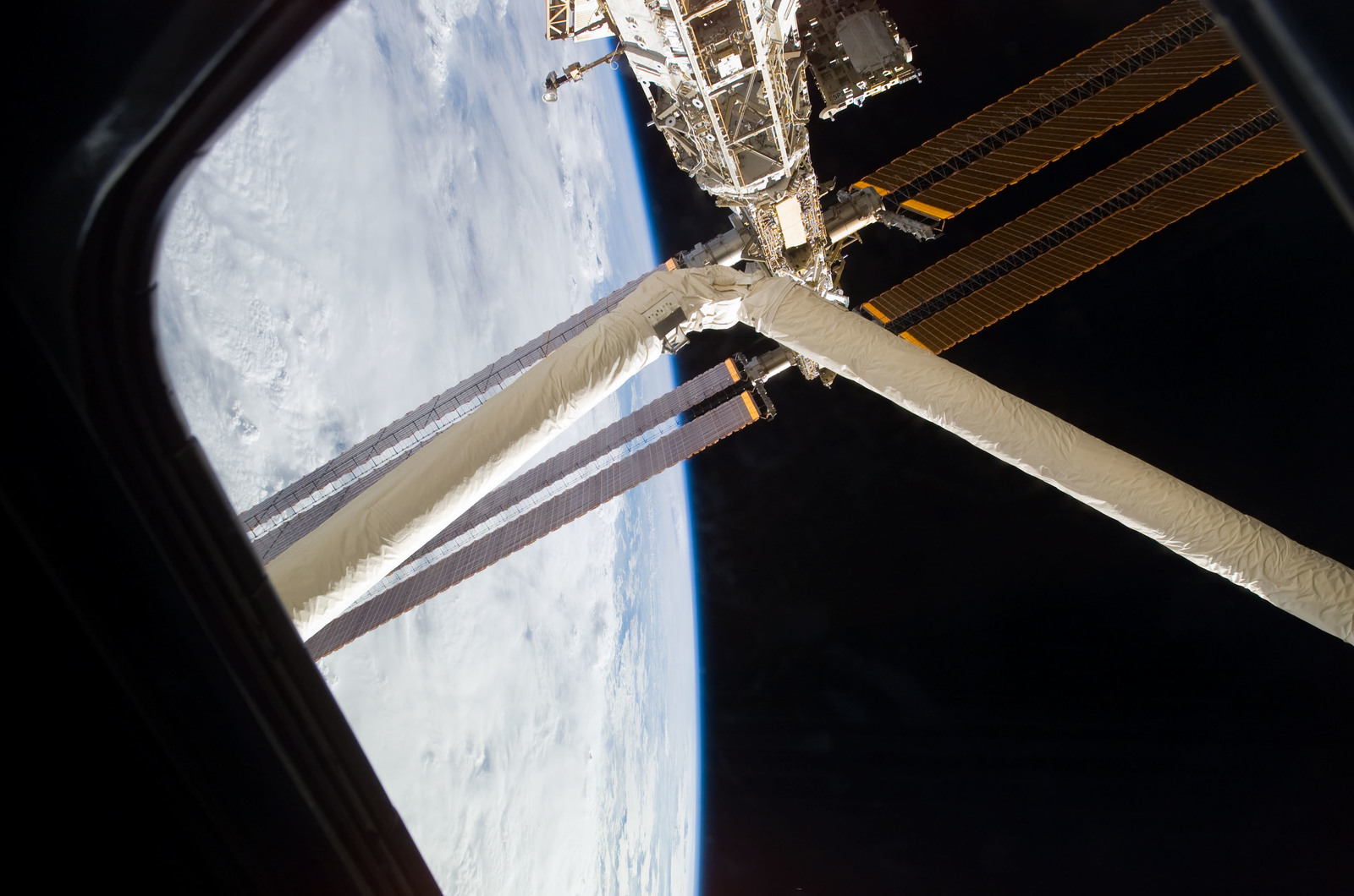 S123E008222 - STS-123 - RMS/SSRMS and Solar Arrays taken during Joint Operations