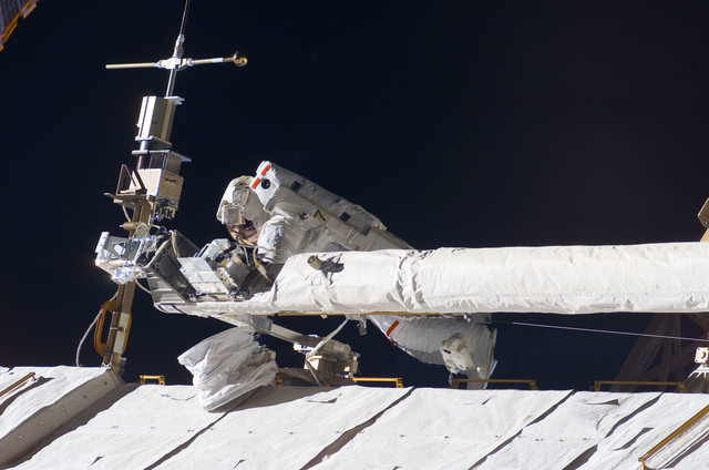 S123E008424 - STS-123 - Foreman on EVA 5 during Expedition 16 / STS-123 Joint Operations