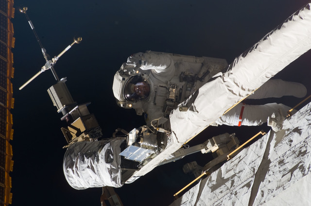 S123E008494 - STS-123 - Foreman on EVA 5 during Expedition 16 / STS-123 Joint Operations
