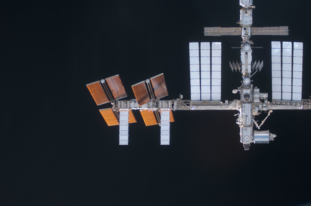 S124E005531 - STS-124 - View of ISS during rendezvous and docking activities