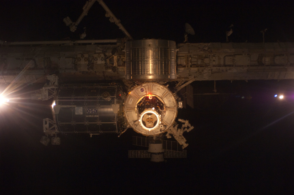 S124E005604 - STS-124 - View of ISS during rendezvous and docking activities