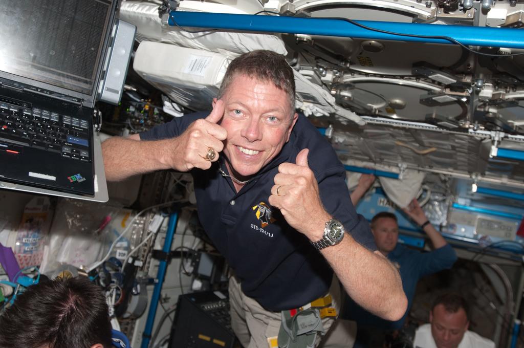S124E005633 - STS-124 - Fossum in Zvezda