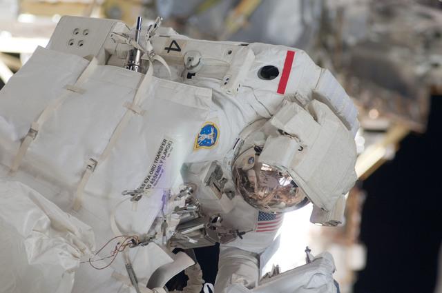 S124E006312 - STS-124 - EVA 2 - Fossum during EVA
