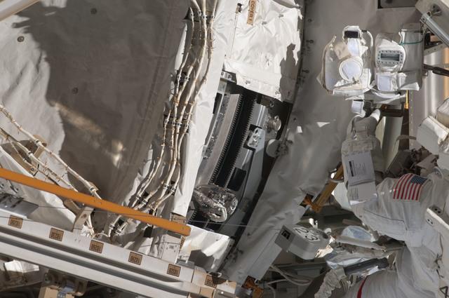 S124E006451 - STS-124 - STS-124 EVA 2 GAT P3/P4 Truss SARJ Inspection