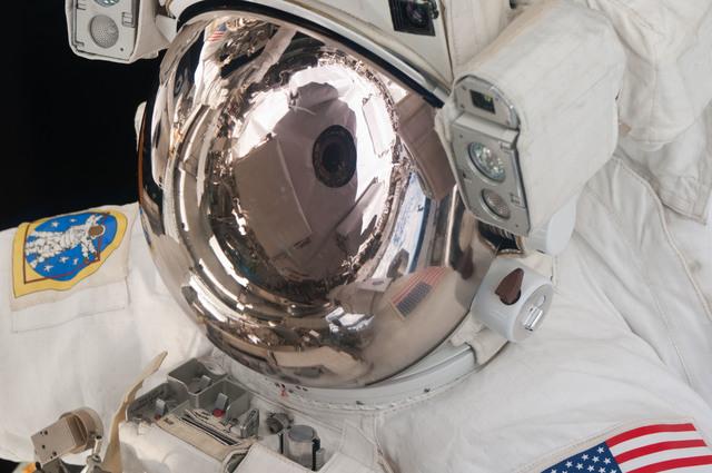 S124E006583 - STS-124 - EVA 2 -  Fossum