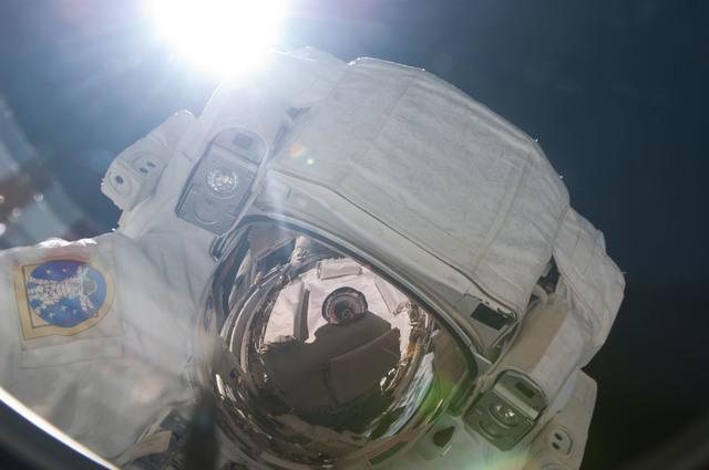 S124E006589 - STS-124 - EVA 2 -  Fossum