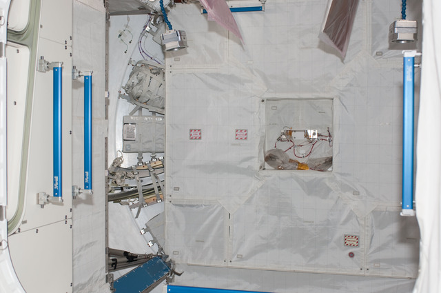 S124E006600 - STS-124 - Interior view of the JPM