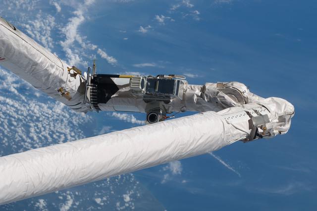 S125E006026 - STS-125 - Shuttle Remote Manipulator System (SRMS)