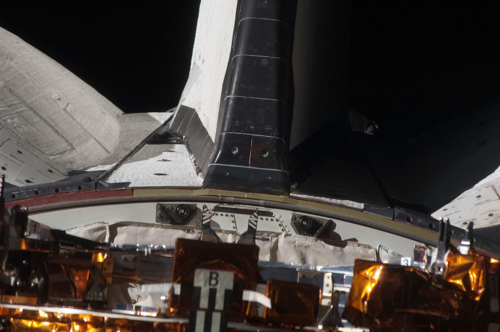 S125E006064 - STS-125 - Space Shuttle Atlantis OMS Pod Survey