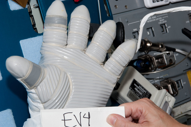 S125E007763 - STS-125 - Glove Inspection Images taken after EVA2