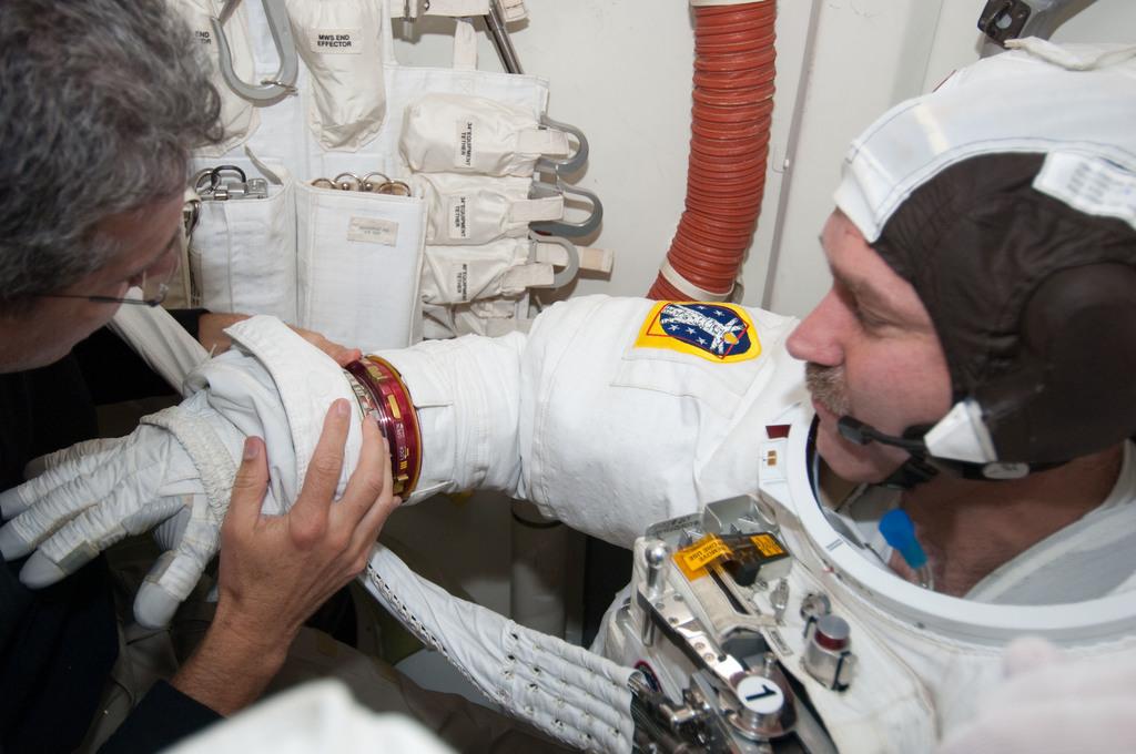 S125E009796 - STS-125 - STS-125 Crew Members prepare for EVA5