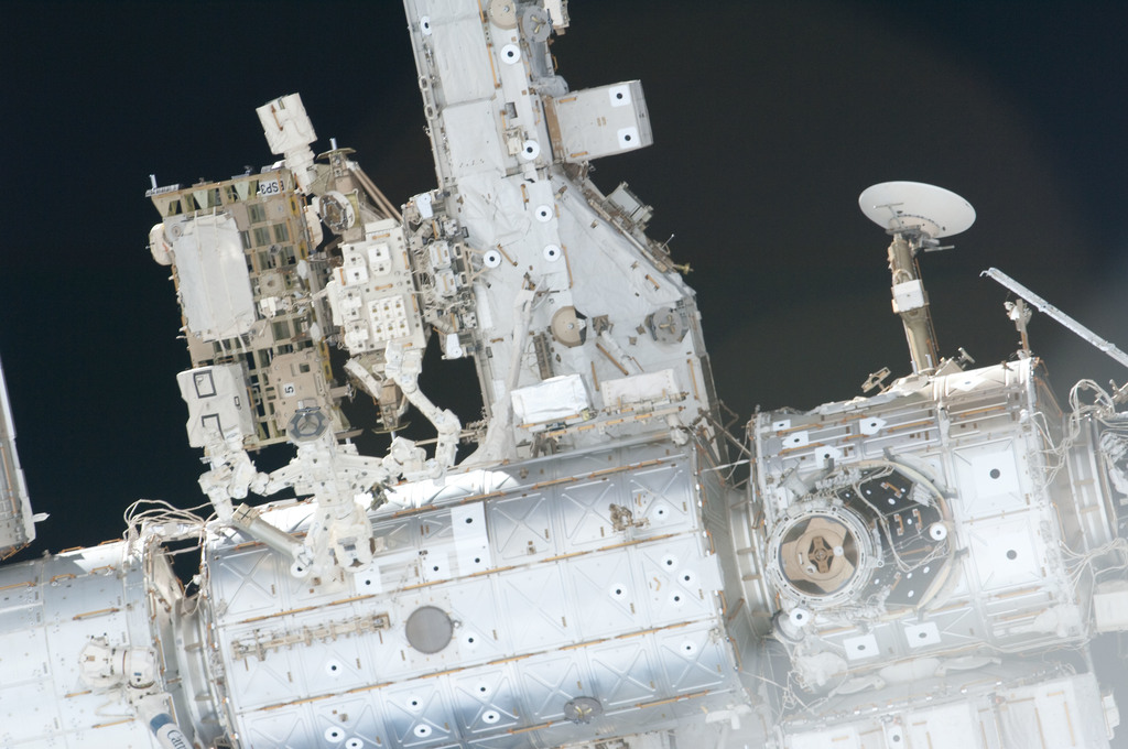 S126E006942 - STS-126 - View of US Lab and Node 1 taken during the STS-126 Approach