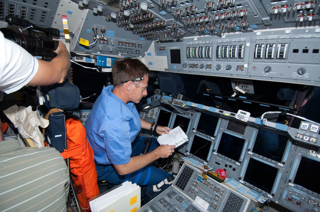 S126E007608 - STS-126 - Ferguson on FD