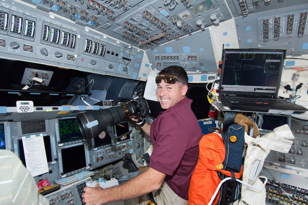 S126E007685 - STS-126 - Kimbrough on FD during Rendezvous and Docking OPS